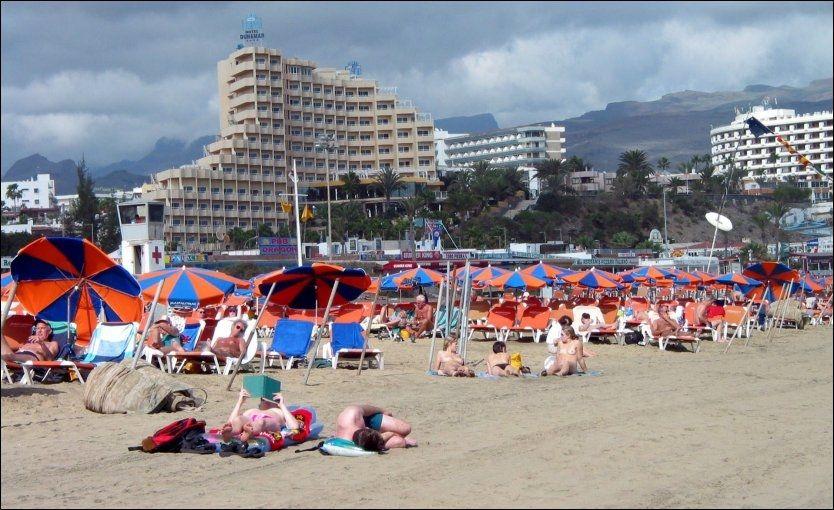 SLITENT OG USKJØNT: Strendene og hotellområdene i Playa del Ingles, Gran Canarias kanskje aller mest slitne turistområde, står foran en storlslagen renovasjon, skal vi tro øymyndighetene og øyas turistindustri. Sørlige Gran Canaria skal rustes opp for over to milliarder i første omgang. Foto: Lise Åserud