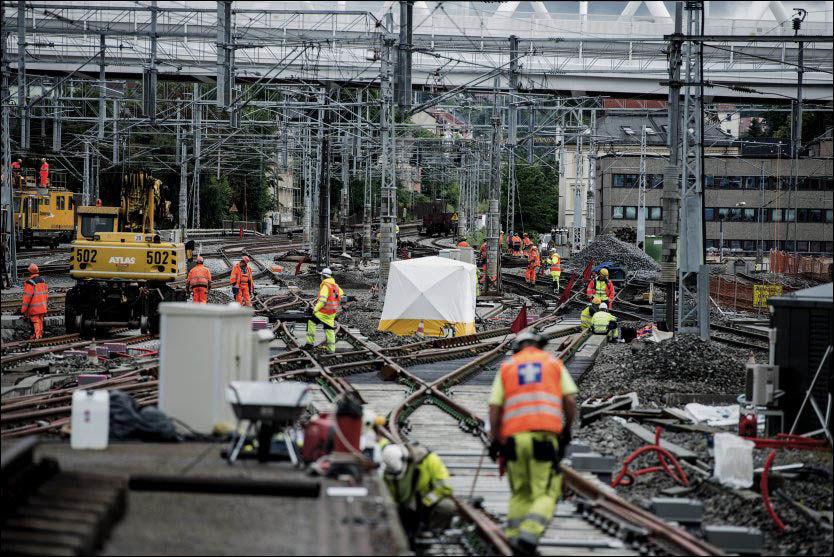BLE RUSTET OPP: Denne sommeren har Jernbaneverket brukt mye tid og penger på å ruste opp jernbanenettet i hovedstaden. Fredag førte en jordfeil i full stans i trafikken til og fra Oslo S. Foto: Aleksander Andersen / NTB scanpix