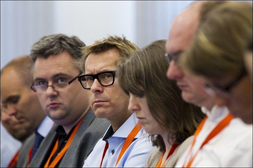KRITISK: Psykolog Pål Grøndahl (i midten) er kritisk til flere av sine kollegers oppførsel under terrorrettssaken. Han får støtte i en ny undersøkelse som viser at flertallet av psykiaterne mener tiltroen til dem er svekket. Foto: NTB Scanpix