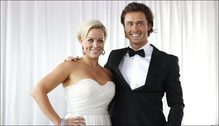 GLEDER SEG: Hanne Sørvaag er veldig spent på deltakelsen i «Skal vi danse». Her er hun ikledd en hvit Cecilie Melli-kjole, sammen med dansepartneren Egor Filipenko. Foto: Trond Solberg.