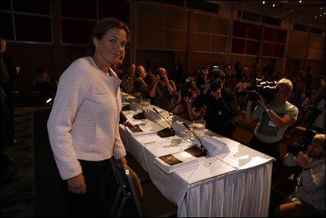 GIR STERK KRITIKK: Like etter klokken 13 mandag startet kommisjonsleder Alexandra Bech Gjørv sin presentasjon av den meget omfattende rapporten. Foto: MATTIS SANDBLAD