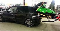 Fraktet snøskuter i bagasjerommet på en ...VW Golf!