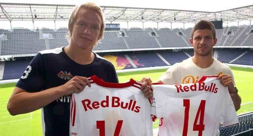 GOD KJEMI: Håvard Nielsen og Valon Berisha, har her skrevet under for Red Bull Salzburg. I kveld sørget de for målshow i serien mot Admira. Foto: Red Bull Salzburg