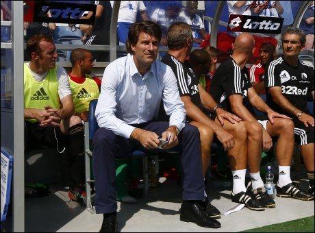 DANSK DYNAMITT: Michael Laudrup ledet Swansea i sin første Premier League-kamp i dag. Foto: Reuters