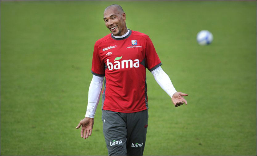 VIF-COMEBACK? John Carew har ikke spilt i Vålerenga siden 1999. Da forlot han klubben til fordel for Rosenborg, og senere utlandet. Her er han på landslagssamling før EM-kvaliken mot Island i august i fjor. Foto: Bjørn S. Delebekk