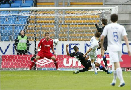 1-0: Her setter Magnus Wolff Eikrem inn Moldes første av to mål mot Heerenveen torsdag kveld. Foto: Scanpix