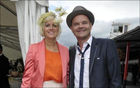 MOTERIKTIG PAR: Moods og Norway-gründer Simen Staalnacke og kjæresten Anne Berit Valla på Øvrevoll galoppbane. Foto: Robert S. Eik / VG