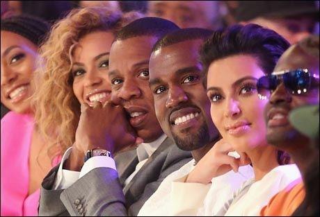 CELEBRE VENNER: Kim og Kanye sitter gjerne på første rad på de store showene med venneparet Beyoncé og Jay-Z. Foto: Getty Images/All Over Press