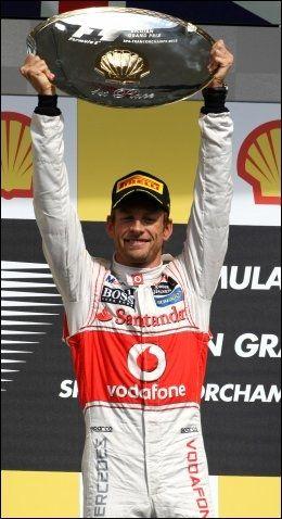 VINNER: Jenson Button feirer seieren. Foto: Spa Francorchamps, XPB Images