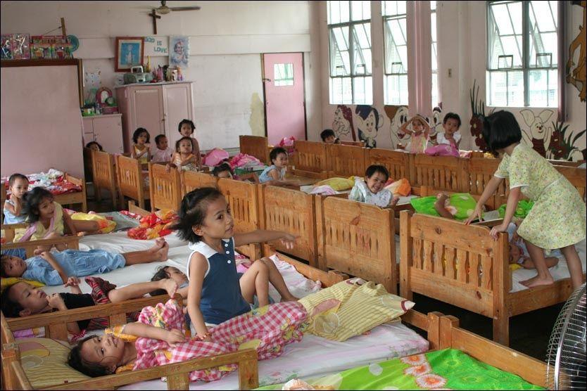 ADOPSJONSKONFLIKT: Barn fotografert ved et barnehjem i Batangas-provinsen på Filippinene i 2007. Myndighetene i landet krever nå psykologtest av alle nye adoptivforeldre før de vil sende barn til Norge. Foto: Bistand for barn/Adopsjonsforum