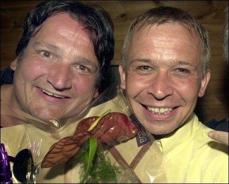 GODE VENNER: Tom Sterri og Brede Bøe på premieren til «En friskmeldt Brede Bøe» i 2001. Foto: Geir Carlsson, VG.
