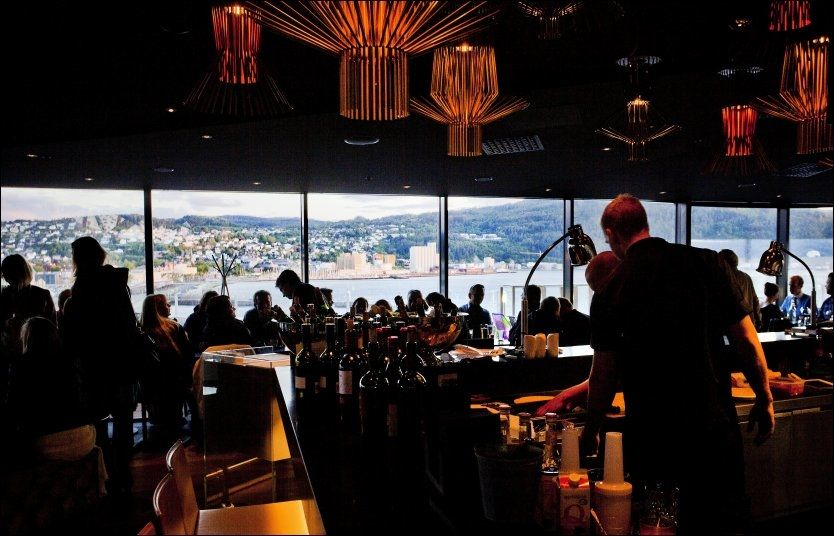 HOTELL-BOOM: Trondheim står for mye av reiselivsveksten i Midt-Norge og Trøndelag i sommer. Ifølge Trondheims reiselivssjef må flere nye, store hoteller - som Stordalens nye Clarion-hotell på kaien ta noe av æren for det. Foto: Øyvind Nordahl Næss