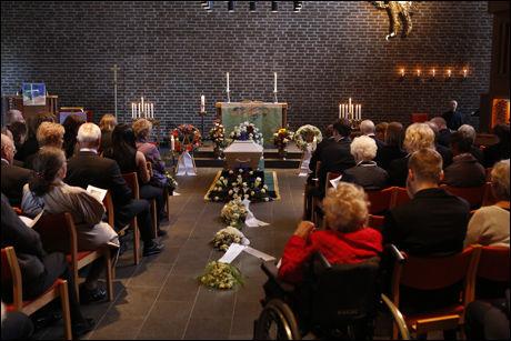 GRAVLEGGES: Kisten til Vidar Theisen i Stovner kirke. Foto: Nils Bjåland, VG.