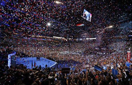 JUBEL: Det brøt ut full applaus under nattens avsluttning av Demokratenes landsmøte i Charlotte, North Carolina. Foto: AP
