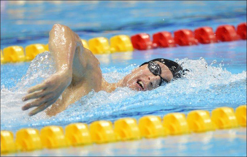 GULL: Bradley Snyder svømmer inn til gull på 400 meter fri fredag 7. september. Foto: Leon Neal, AFP
