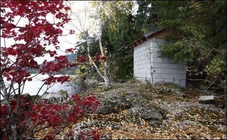 MASSAKRE: 14 ungdommer ble drept ved pumpehuset på Utøya. Flere etterlatte mener det blir feil at ungdommer i fremtiden skal kose seg på øya, mens andre sier de ønsker seg at det blir slik. Foto: Scanpix