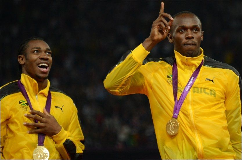 FRIPASS TIL BLAKE: Usain Bolt med en hjelpende hånd til Yohan Blake. Foto: Johannes Eisele, Afp