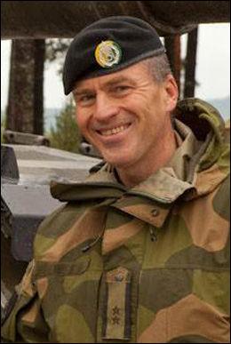 I SIKKERHET: Oberst Sven Harald Halvorsen er én av tre nordmenn stasjonert i MFO-leiren. Halvorsen befant seg i leiren da demonstrantene gikk til angrep, men alle nordmennene kom uskadet fra angrepet. FOTO: FORSVARET
