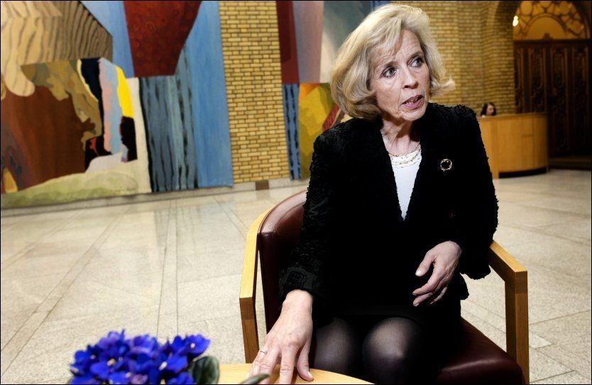 BØR HUN GÅ? Etterlatte mener helseminister Anne-Grete Strøm-Erichsen bør vurdere sin stilling. Foto: Espen Braata, VG