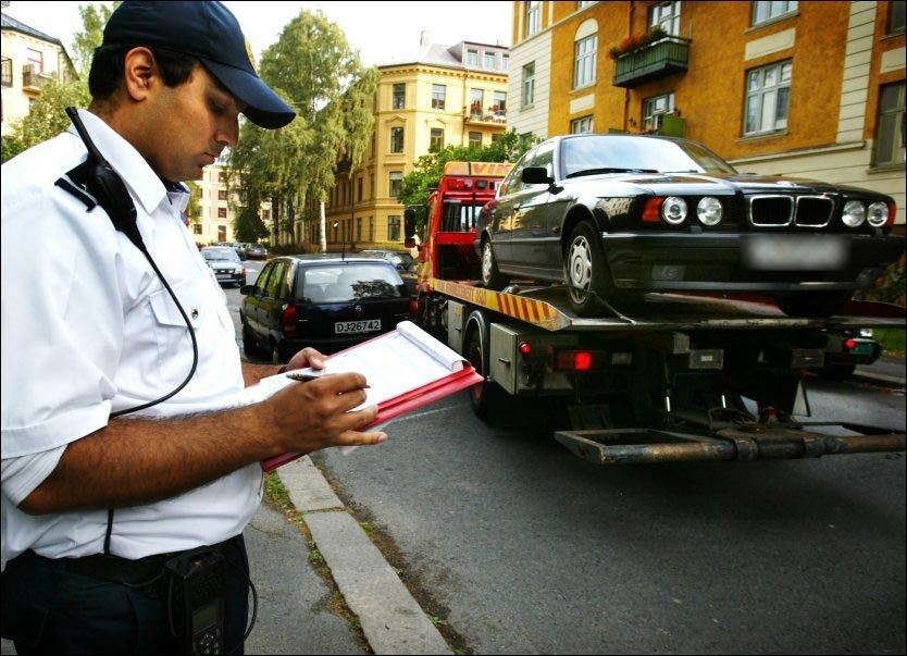 SKRIVESTOPP: På torsdag vil ingen organiserte trafikkbetjenter i Oslo kommune skrive ut parkeringsgebyrer. Foto: TERJE BRINGEDAL/VG