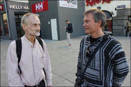 MØTES PÅ GATEN: Heroinmisbruker Knut (56) (t.v.) har vært en del av rusmiljøet i Oslo i flere tiår. Leder Arild Knutsen i Foreningen for human narkotikapolitikk beveger seg nesten daglig i gatene rundt Oslo S, der han snakker med rusmisbrukere og deler ut brukerutstyr. Foto: BJØRN-MARTIN NORDBY/VG