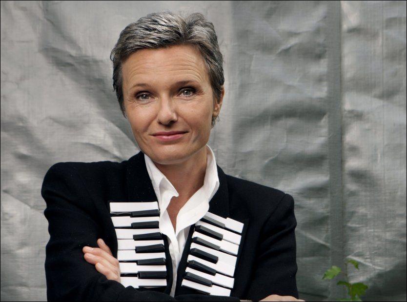 LATTER PÅ LATTER: Ingrid Bjørnov premierte «2012 Ouverture» med bravur i går kveld. Foto: Mette Randem