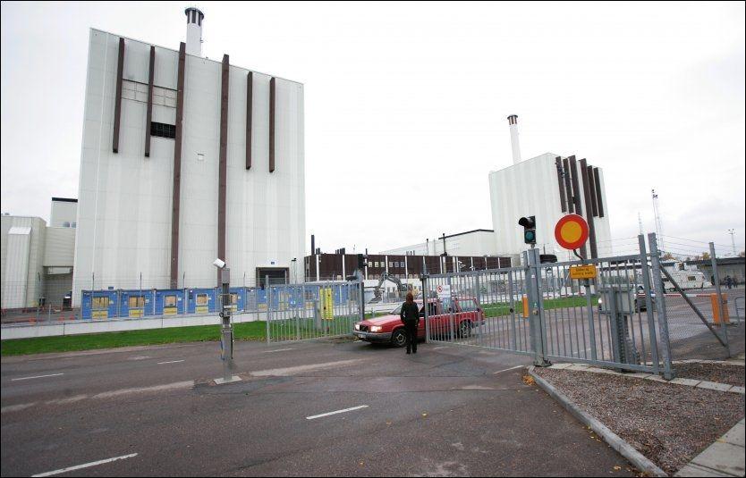STENGES? Greenpeace mener samtlige atomkraftverk i Sverige må stenges. Her er det svenske kjernekraftverket Forsmark avbildet. Arkivfoto Fredrik Sandberg / SCANPIX