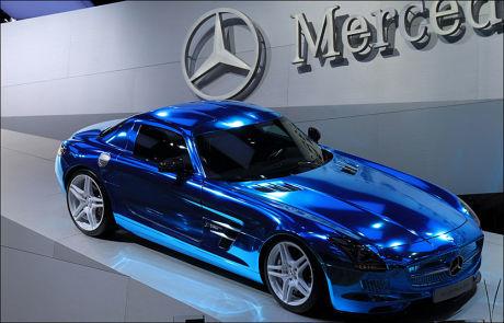 VERDENS RASKESTE PÅ STRØM? Mercedes SLS AMG Coupe Electric Drive kan kjøre i 250 kilometer i timen og hevdes å være verdens raskeste elbil. De siste årene har elbilmarkedet hatt en rivende utvikling, men det er altså ikke bilens liv på veien som avgjør hvor miljøvennlig den er. Foto: ØYSTEIN LARSEN-VONSTETT / VG