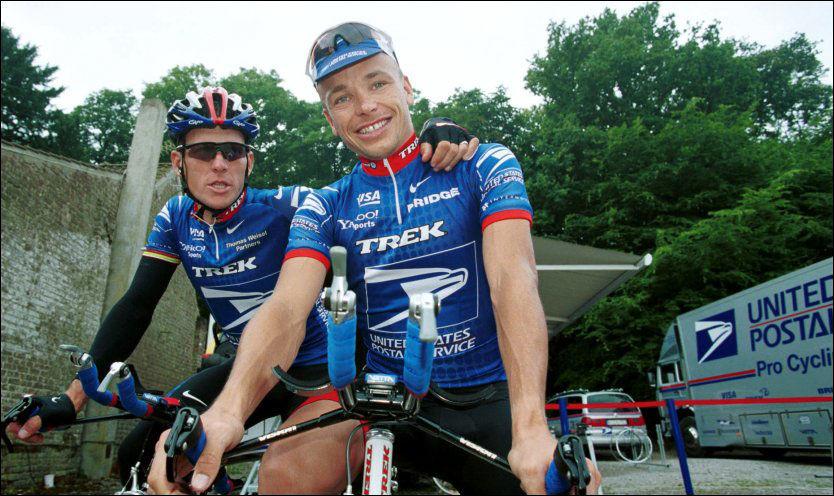 LAGKAMERATER: Steffen Kjærgaard syklet Tour de France to ganger som hjelperytter for Lance Armstrong. Her er de to i Frankrike i 2001. Foto: Espen Haslene, VG