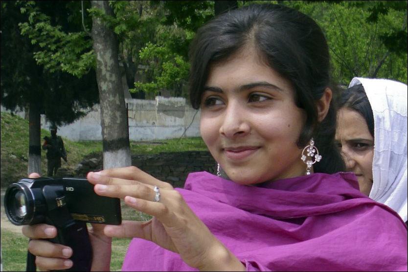 BLE FORSØKT DREPT: Malala Yousufzai, den 14 år gamle pakistanske skolejenta som ble forsøkt drept da hun protesterte mot Taliban. Foto: Privat / Reuters