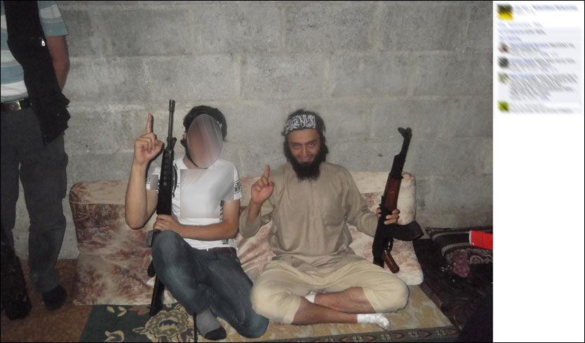 POSERER: Her er Mohyeldeen Mohammad avbildet med et automatvåpen. Ifølge hans Facebook-profil befinner den norske islamisten seg i Syria. Foto: Faksimile: Facebook