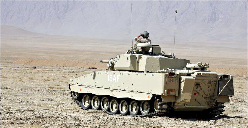 EKSTREME OPPLEVELSER: Norske soldater forteller om maktbruk i Afghanistan i ny bok. Bildet viser en norsk CV90 stormpanservogn i Mazar-e-Sharif. Foto: FORSVARET