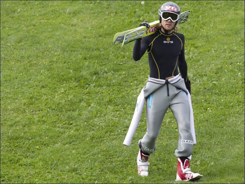 SLITER: Bjørn Einar Romøren sliter med en vond rygg. Her fra hopptrening på Lillehammer i sommer. Foto: Geir Olsen, VG
