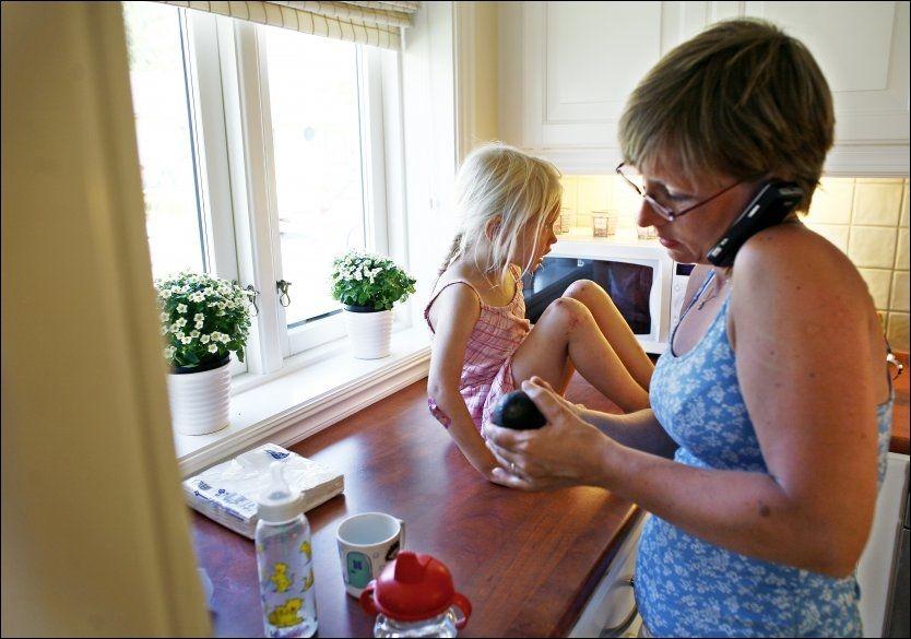 GÅR UTOVER BARNA: Barn kan bli mindre intelligente hvis foreldrene er for opptatt av smarttelefonen, mener barnepsykolog Magne Raundalen. ILLUSTRASJONSFOTO: NTB SCANPIX