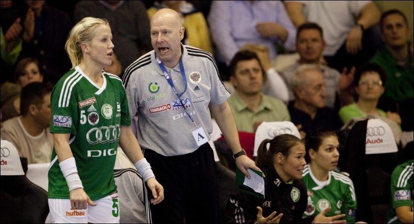 SAMBOERE: Heidi Løke og Karl Erik Bøhn var spiller og trener i ungarske Györ. Her er de to under en kamp i februar i år. Foto: Geir Olsen, VG