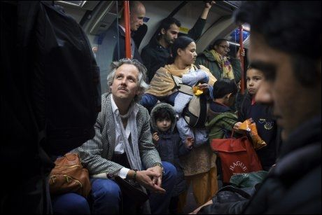 NYTT UTSNITT: Ari Behn beveger seg rundt i sin nye hjemby ved hjelp av undergrunnsbanen. - I Norge vurderes alt jeg gjør ut fra at alle vet hvem jeg er. Her i London har jeg ikke det tredjeblikket på meg. Her et utsnittet annerledes, sier Ari. Foto: Kyrre Lien / VG