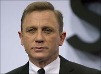 - Lei av å være James Bond