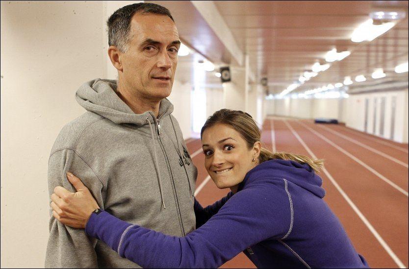 FORHØRTE SEG OM FORBUDTE STOFFER: Friidrettstrener Petar Vukicevic sendte eposter med spørsmål om dopingtester, testosteron og veksthormoner i 2001 til 2003. Toppidrettssjefen reagerer på kommunikasjonen. Her er Vukicevic med datteren Christina. Foto: Trond Solberg, VG