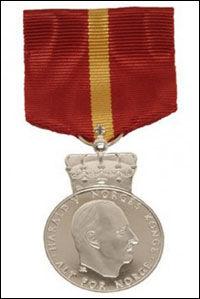 EDEL: Slik seg Kongens fortjenstmedalje i sølv ut. Foto: Kjartan Hauglid, Det Kongelige Hoff