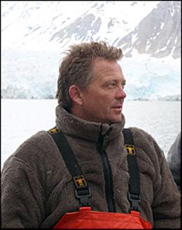 - SJELDEN: Marinbiolog Christian Lydersen ved Norsk Polarinstitutt er begeistret over at en hvit hval har blitt sett i norske farvann. Foto: Norsk Polarinstitutt
