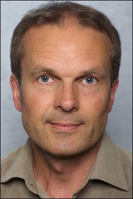 KJENNER TIL DET: Øyvind Nilsen, rådgiver ved Folkehelseinstituttets avdeling for infeksjonsovervåking, har tidligere hørt at narkomane renser sprøyter i appelsiner og klementiner. Foto: FHI