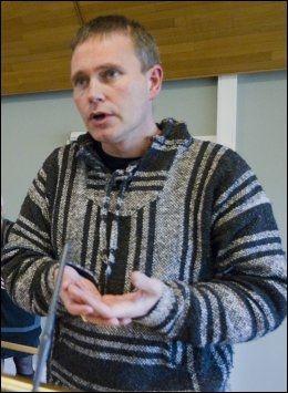 RENSET SPRØYTER: Arild Knutsen, leder i Foreningen for human narkotikapolitikk, sier at sprøytestikk i klementiner vitner om dårlig sprøyteutdeling. Foto: Heiko Junge / Scanpix .
