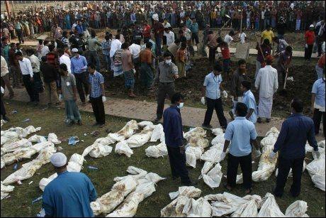 111 DØDE: Flere av de omkomne i brannen ble begravet tirsdag. Foto: Stringer / AFP Photo / NTB Scanpix