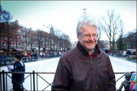 VELKOMMEN: VG traff Fabian Stang da han åpnet skøytebanen i Spikersuppa i Oslo sentrum lørdag. Nå vil han åpne dørene for ensomme på julaften. Foto: JAN PETTER LYNAU, VG