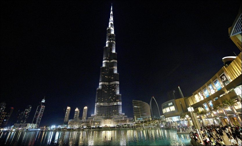 HIGER ENDA HØYERE: Det er ikke gått mer enn to år siden sheikh Mohammed bin Rashid Al Maktoum måtte få finansiell hjelp til å bygge ferdig verdens høyeste bygning Burj Khalifa (828 meter). Likevel lanserer han allerede nå nye planer om å bygge sin egen by i ørkenemiratet. Foto: Gøran Bohlin
