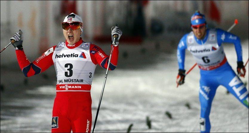 ELLEVILL JUBEL: Dario Cologna ødela vinnersjansene sine på hjemmebane med fall. Da sto Finn Hågen Krogh fram. Foto: Reuters