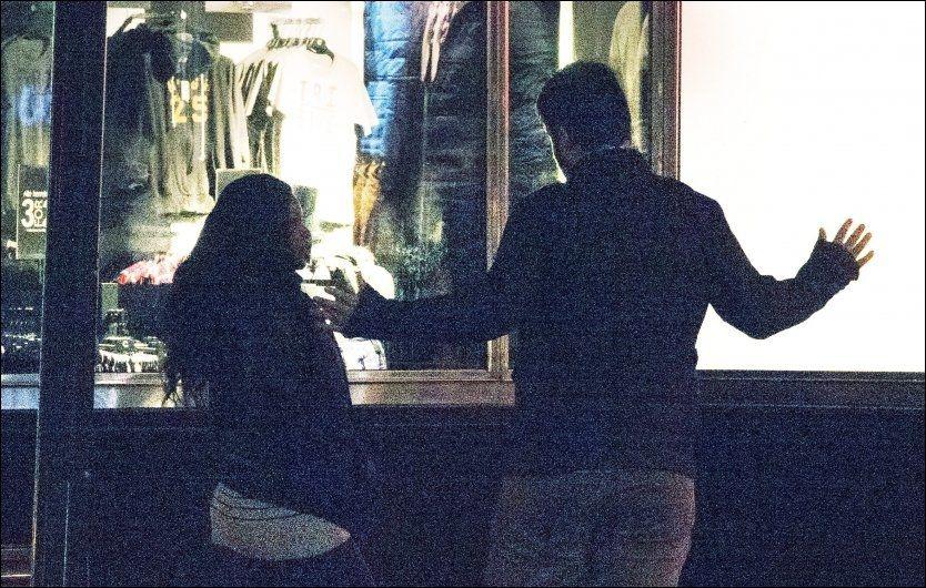 REPORTASJE: En VG-reporter snakker med en prostituert under et oppdrag om salg av sex i hovedstaden i fjor høst. Foto: Helge Mikalsen/VG