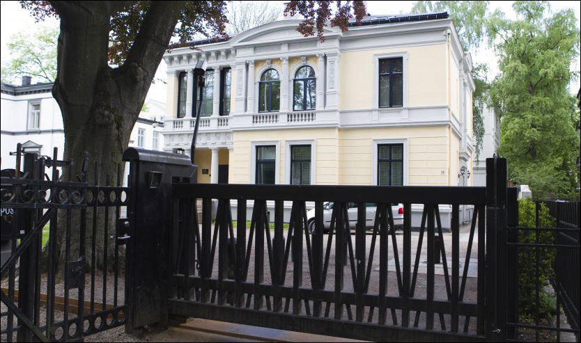 SIKKERHET: Dette gjerdet rundt den israelske ambassaden i Oslo vil plan- og bygningsetaten rive. Foto: Berit Roald / Scanpix