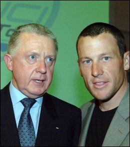 VENNER: Tidligere UCI-president Hein Verbruggen og dopingtatte Lance Armstrong. Foto: AFP