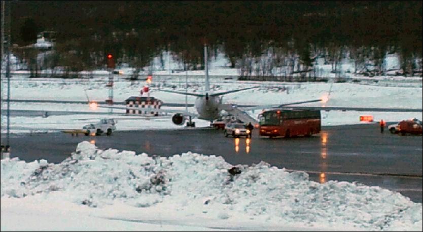 UTENFOR: Flyet havnet utenfor asfalten. Foto: Foto: Leserbilde itromso.no